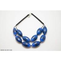 Ketting met blauwe ovale kralen