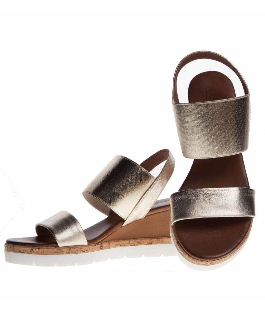 INUOVO sleehak sandalen leder goud