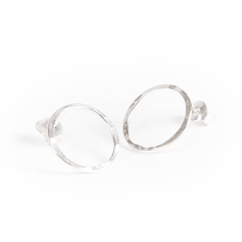 charlotte wooning oorbel circles hammered - zilver