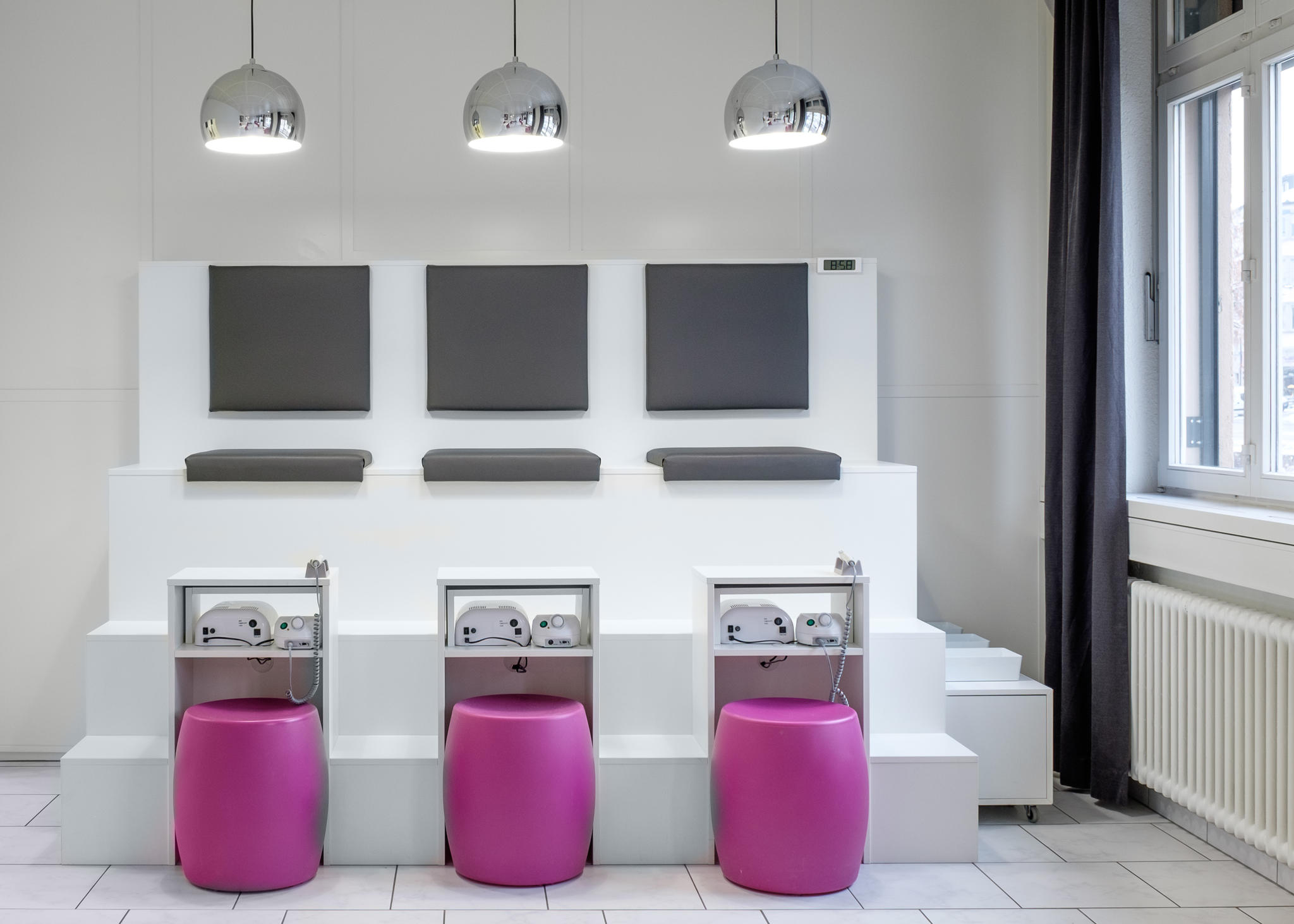 ber 10 jahre erfahrung im nail kosmetik bereich amanda nails beauty gmbh. Black Bedroom Furniture Sets. Home Design Ideas