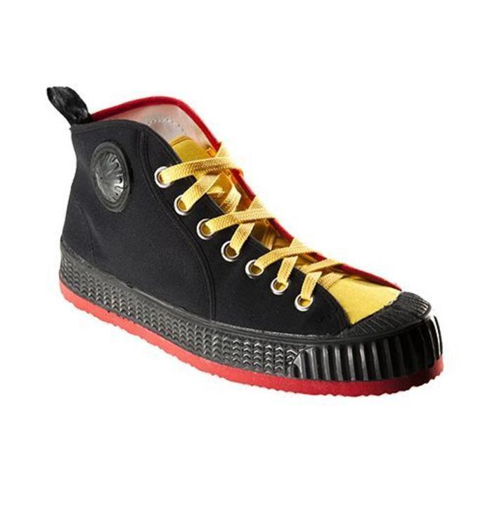 Paire de chaussures belges