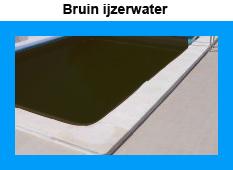 Bruin ijzerwater zwembadwater