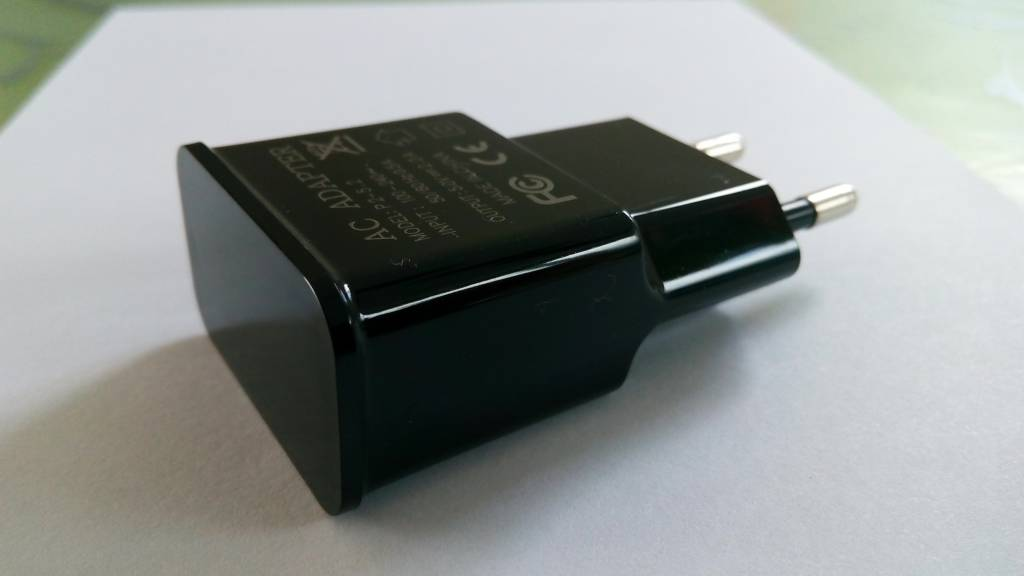Cube USB Charger Output 5V-2A
