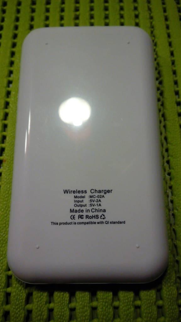 Newsinte Powerbank 10.000 mAh + Wireless charging Pad with Q1 technology