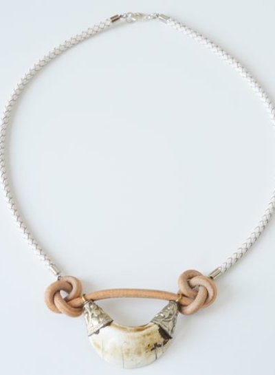 Conch shell leather necklace
