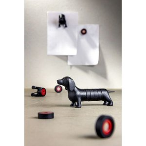 Magnetic dachshund