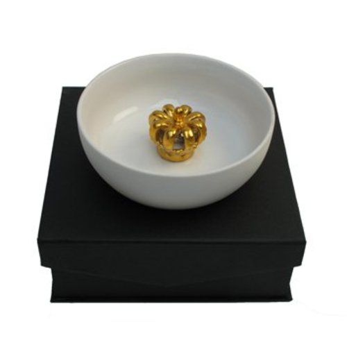 Schaal met gouden kroon