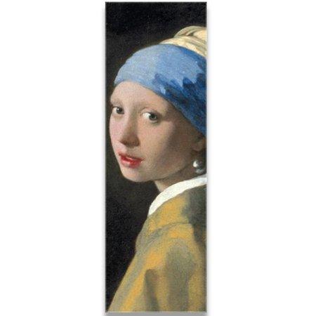 Schal-Mädchen mit einem Perlenohrring