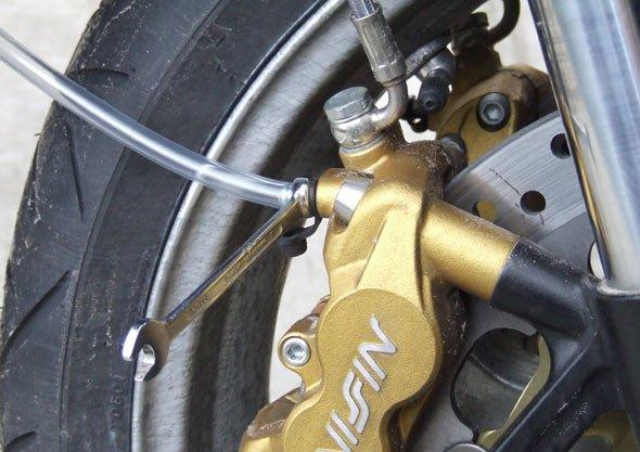 Wanneer remvloeistof vervangen motor