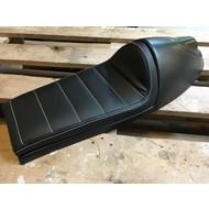 Cafe Racer Seat Tuck 'N Roll Long Zwart Type 19