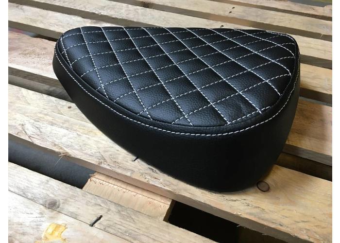 C.Racer Bobber Diamond Black Seat 1