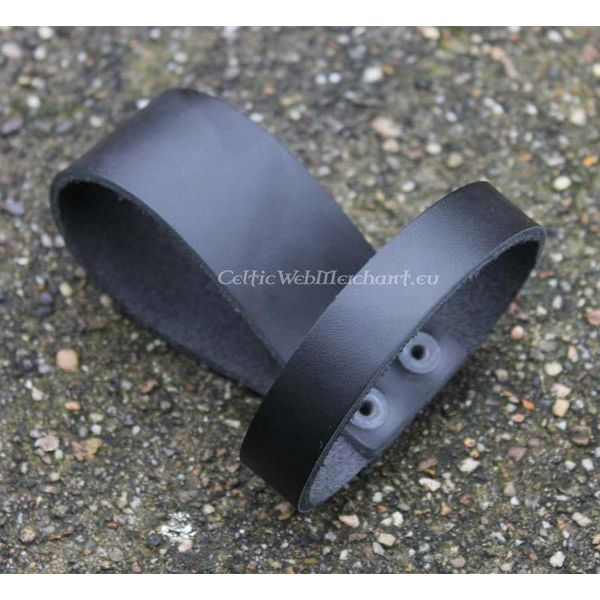 Belt holder for drinking horn