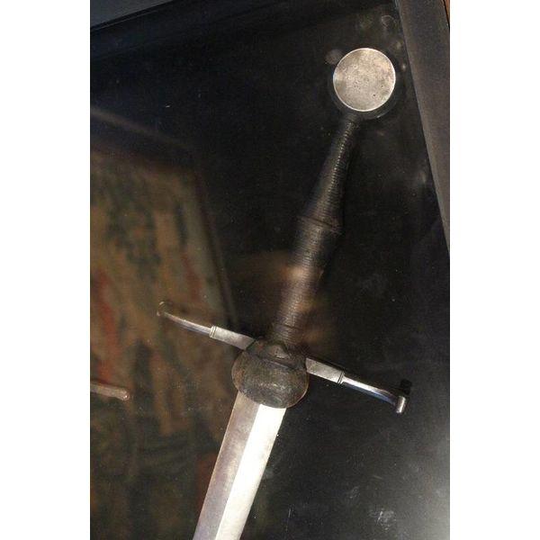 Deepeeka Espada de mano y media Musée de Cluny, battle-ready