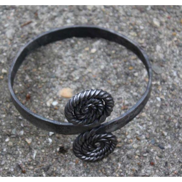 Celtic upper bracelet
