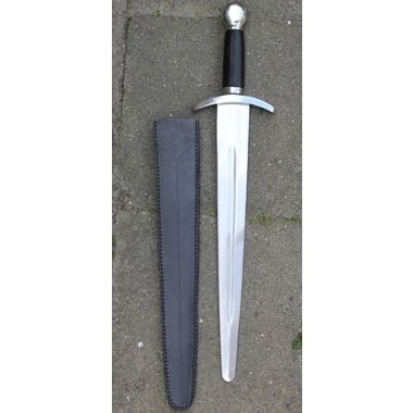 Epée courte médiévale, prête au combat