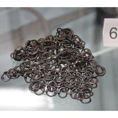 Maliënkap met vierkante hals, onbehandeld, ronde ringen-ronde klinknagels. 8 mm