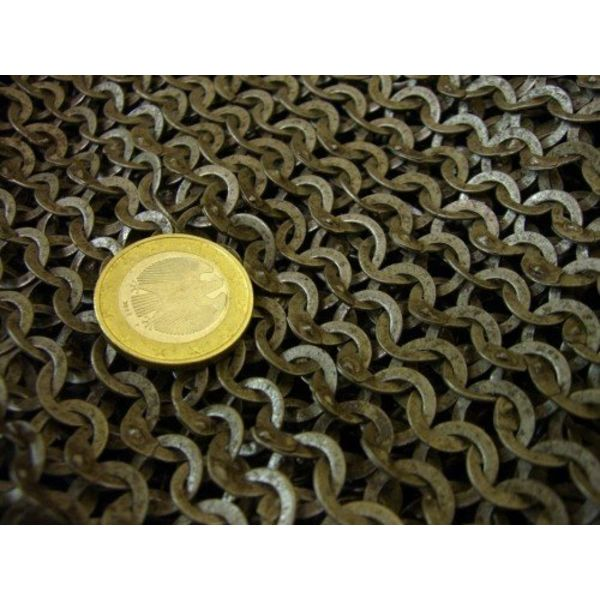 Ulfberth Colletin de maille dagué, anneaux plats - rivets triangle, 8 mm