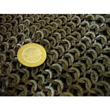 Cuffia con scollatura quadrata, anelli misti rivettati, 6 mm