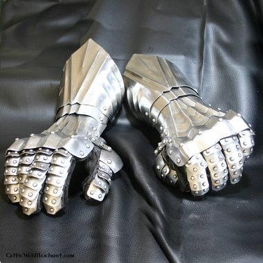 Guantes con remaches