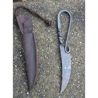 Twisted utility knife