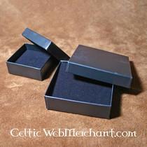 Collana celtica con pietre rosse