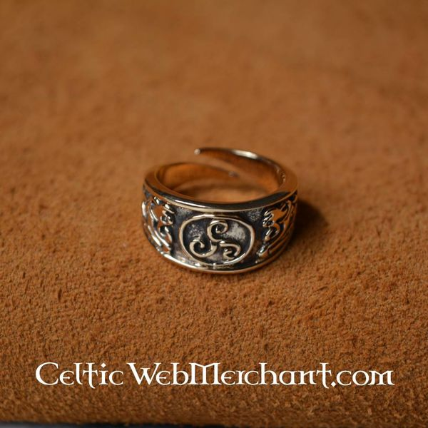 Celtic ring triskelion, small