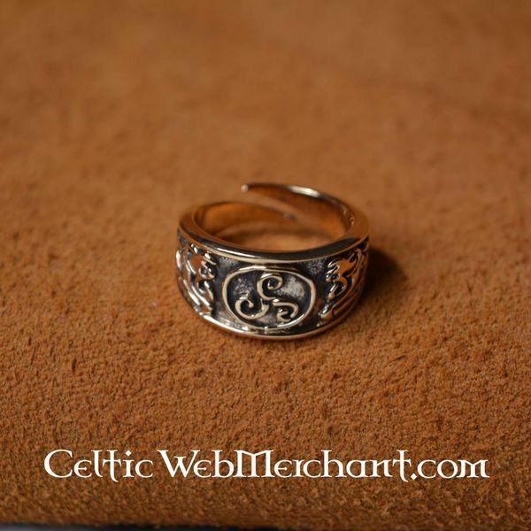 Celtic ring triskelion, large