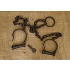 Esposas para tobillos con la cadena