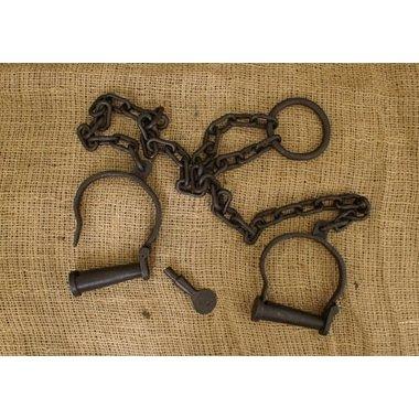Puños del pie con la cadena