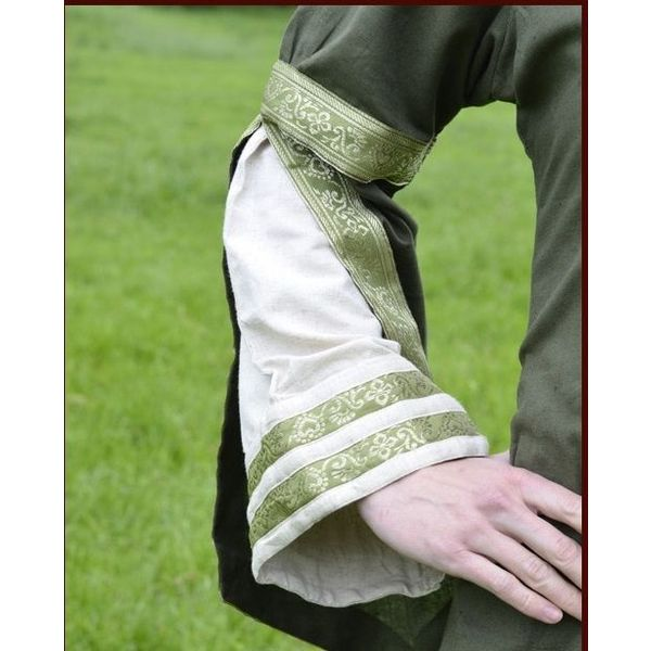 Mantello medievale in quattro diversi colori