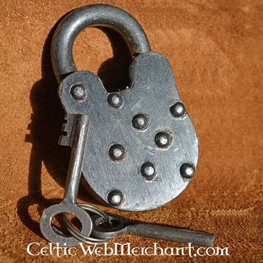 Lucchetto medievale con due chiavi