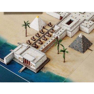 piramide modello di carta con tempio