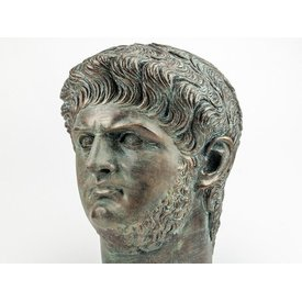 busto de bronce del emperador Nero