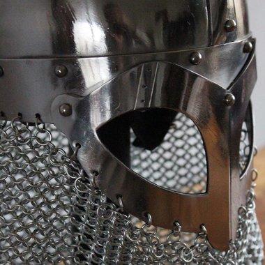 Casque Viking à nuquière de maille