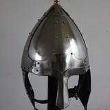 Germaanse helm met wangkleppen