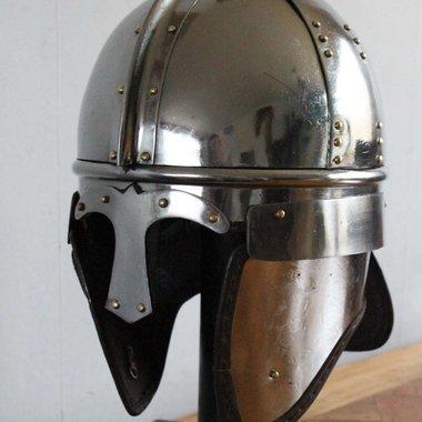 Elmo da cavalleria tardo-romano, Concesti