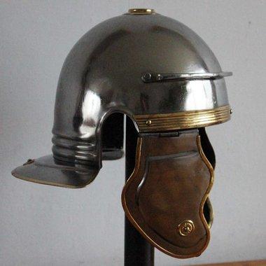 Imperial Italic galea B, Dacia