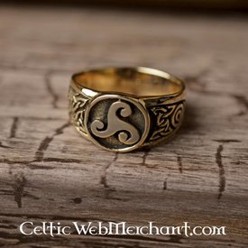 Celtic ring trisquelion