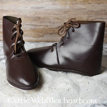 stivaletti medievali con i chiodi delle scarpe