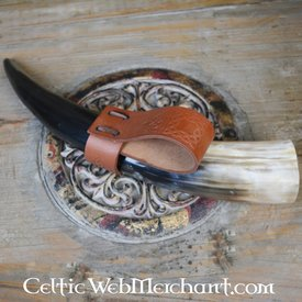Drinking horn holder with Celtic knots