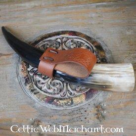 Portador de cuerno para beber con nudos celtas