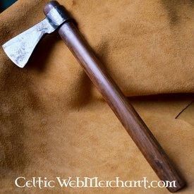 Vikingo lanzando hacha