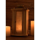 Linterna de madera con ventanas de pergamino