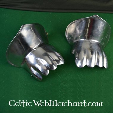 14th century half gauntlets