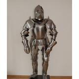 Début du 15ème costume de siècle de style milanais d'armure