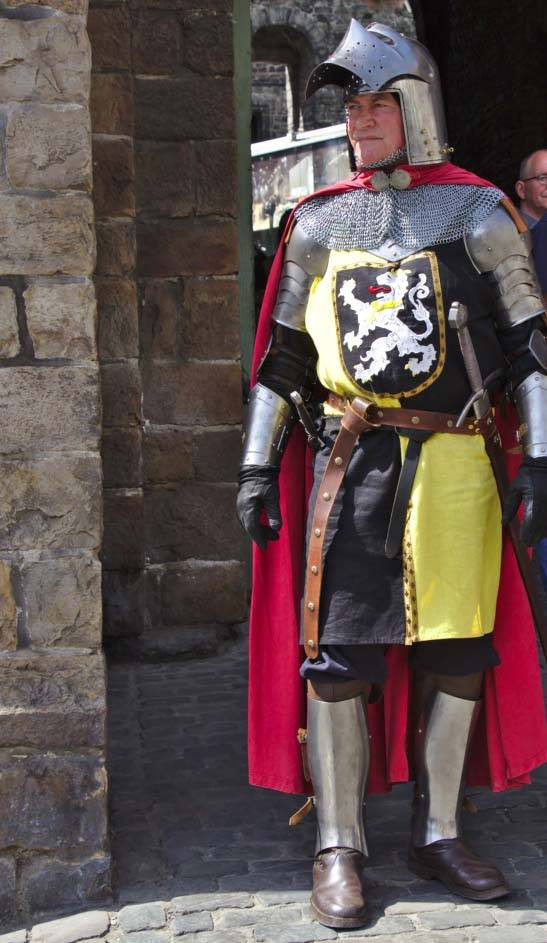 late 14th century knight in full armour