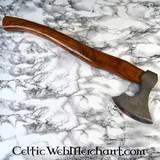 Hacha tradicional para cortar madera