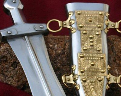 Riproduzioni di pugio romani