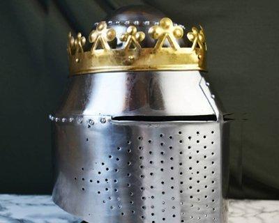 Battle-ready grote helmen & mandhelmen