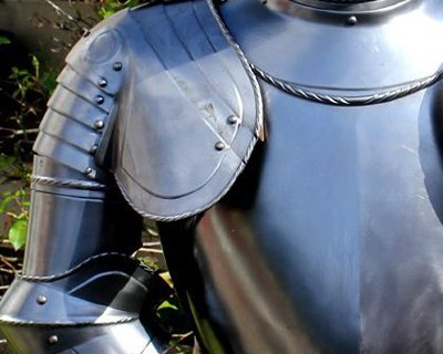 Battle-ready arm & shoulder armour